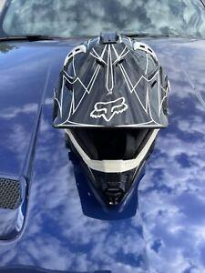 Medium FOX V1 PILOT Motocross Race Helmet (Black/White) Size: M Whitewalls