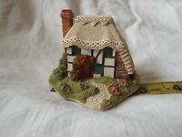 Lilliput Lane Strawberry Cottage COMES IN TATTY BOX AND WITH DEEDS