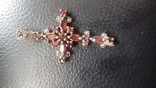 Metálico Y Rojo Piedra cruz