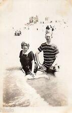 BK520 Carte Photo vintage card RPPC couple mode fashion plage maillot bain