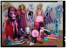 Lot de 9  poupées Monster high et Barbie bon état Draculaura lagoona abbey bom'