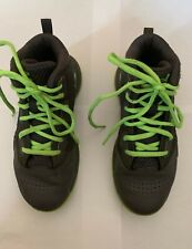 boys under armour size 2 basketball sneakers youth