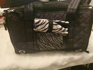 Sherpa Park Tote Pet Carrier Blanket Small Black Excellent Used Condition