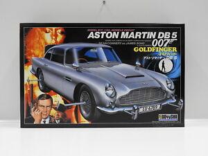 "1:24 Aston Martin DB5 with James Bond & Odd Job Figures - James Bond 007 ""Goldfi"