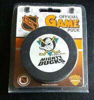 MIGHTY DUCKS NHL VINTAGE RARE -NEW INGLASCO GARY B. BETTMAN OFFICIAL GAME PUCK