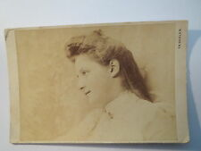 St. Fiden - St. Gallen - Frau Selly Maestrani im Kleid - Portrait / KAB
