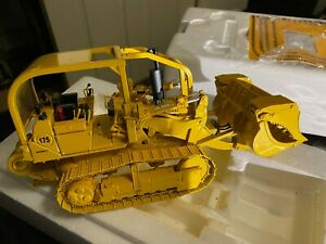 First Gear International Harvester 1:25 scale 75 Crawler/Dozer Diecast  5.57 w