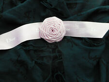 DIOR Geschenkband Rose Stoff mit Band rosé-silber 7 cm Ø neu
