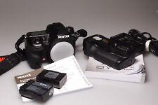 PENTAX K5/K-5 DSLR CAMERA W/GRIP/2 BATTERIES MINT-