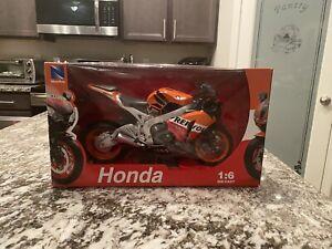 New Ray 1:6 Scale Die-Cast Toy Replica Honda CBR1000RR 2010