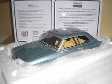 PEUGEOT 204 Coupé chiaro blu metallizzato in 1:18 della benzina 196