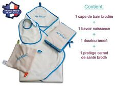 Coffret naissance personnalisé 4 pièces! Cape de bain + Bavoir + Protège carnet