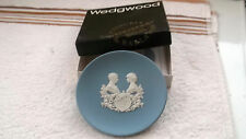 1984 BOXED WEDGWOOD BLUE JASPER WARE PIN TRAY FOR BIRTH OF PRINCE HARRY