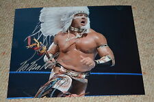 Tatanka signed autógrafo 20x25 en persona WWE Wrestling WCW