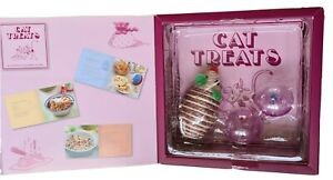 Boxset Cat Tricks and Treats: Cooking for Your Cat Paperback Recipe Book + Toys