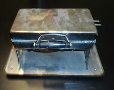 Vintage Universal Landers Frary & Clark Model E930 Waffle Iron With Cord