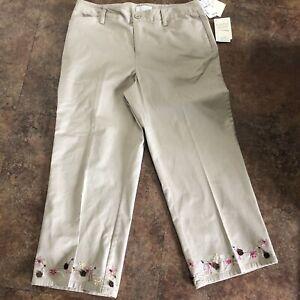 Christopher & Banks Capris Size 6 Beige Comfort Stretch NWT Capri Pants