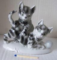 Porzellan Figur Skulptur Spielende Kätzchen mit Nummer gemarkt
