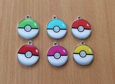 10 X Pokemon pokeballs métal émail CHARMS pendentifs aléatoires NEUF couleur rouge