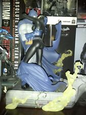 DC Collectibles Hush: Batman And Catwoman Kiss Statue Excellent Condition