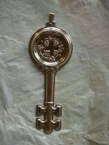 REED & BARTON REPOUSSE STERLING SILVER WINE TASTER'S KEY / TASTEVIN & BAIL - 20G