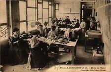 CPA Maison a benoiston et cie .- atelier de plumes  (192823)