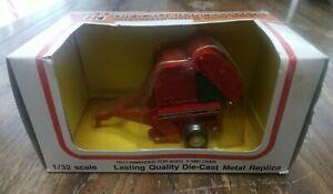Ertl International Round Baler 1/32 diecast metal farm implement collectible/toy