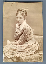 Portrait de femme Vintage albumen print.  Tirage albuminé  6,5x10  Circa 1