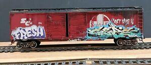 TRAINS HO SCALE TYCO  BACHMANN ATHEARN SANTA FE  BOXCAR GRAFFITI ART CEPS