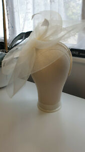 Ladies cream fascinator