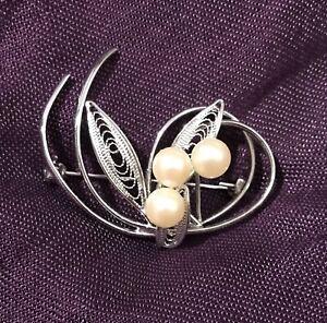 *Vintage* Cultured Pearl Brooch, Filigree Leaves in Silver Tone Setting