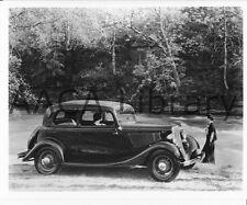 1933 Ford V8 Victoria, Factory Photo (Ref. # 41869)