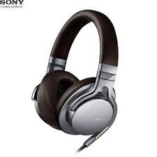Auricolari e cuffie argento all'esterno all'orecchio (ear-cup) DJ