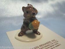 Hagen Renaker Chipmunk w/acorn Figurine Miniature 00081 FREE SHIPPING NEW