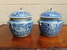 Paire de pots couverts bleu et blanc, Chine vers 1900