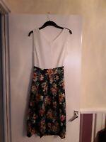 Closet london ladies dress With Floral skirt  V-neck ,Tie back UK Size 16 Bnwt