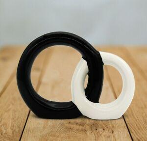 """Ring-Skulptur """"Forever"""" aus Keramik in Schwarz & Weiß - handbemalte Dekofigur"""