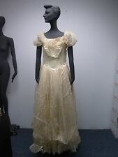 1930s 1940s Ivory Short Sleeve Floral Lace Wedding Gown With Veil