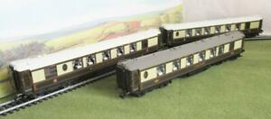 HORNBY OO GAUGE 3 PULLMAN COACHES WITH LIGHTS AT THE TABLES R4146 R4165 R4143A