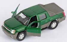 BLITZ VERSAND Chevrolet Avalanche 2002 grün green Welly Modell Auto 1:34 NEU OVP