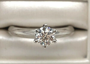 18K Gold 6 Claw Solitaire Diamond with GIA Certificate FVS1