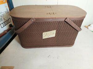 Vintage Schlitz Burlington Basket Hawkeye Picnic Basket, Woven Design w Box Rare