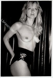 Striptease BLONDE TÄNZERIN OBEN OHNE IN HOTPANTS Nightclub * Vintage 70s Photo 1