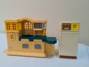 Little Tikes Dollhouse Country Kitchen #5541 and Refrigerator  Set