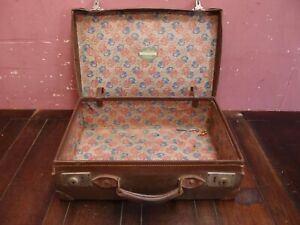 ANTIQUE LEATHER-LIKE SUITCASE TRUNK WORKING CATCHES with KEY GOOD HANDLE