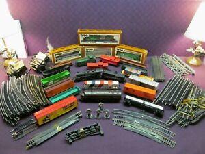 HUGE VINTAGE ESTATE LOT MIXED TRAINS, HO TRACK LOCOMOTIVES, TRACKS, CARS, & MORE