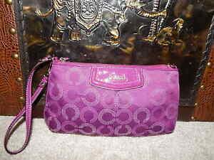 Coach Wallet Wristlet 44428 Large Signature Plum Change Purse Leather GUC Purple