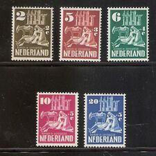 Nederland    Nummer  556/560   Postfris.