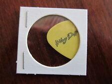 HILARY DUFF Nando Raio guitar pick
