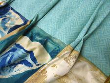 Rideaux et cantonnières bleus pour le salon